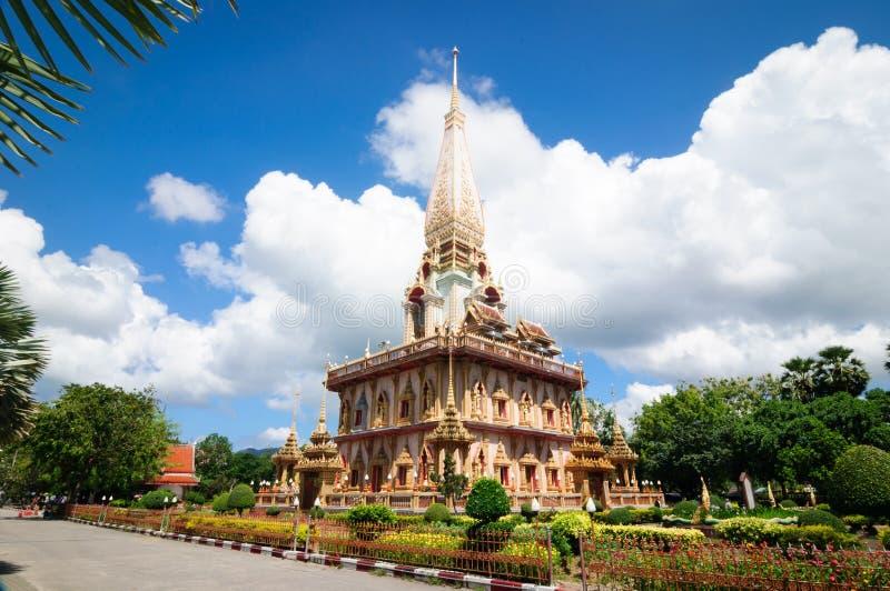 O stupa do templo budista Wat Chalong de Phra Mahathat, Phuket imagens de stock royalty free