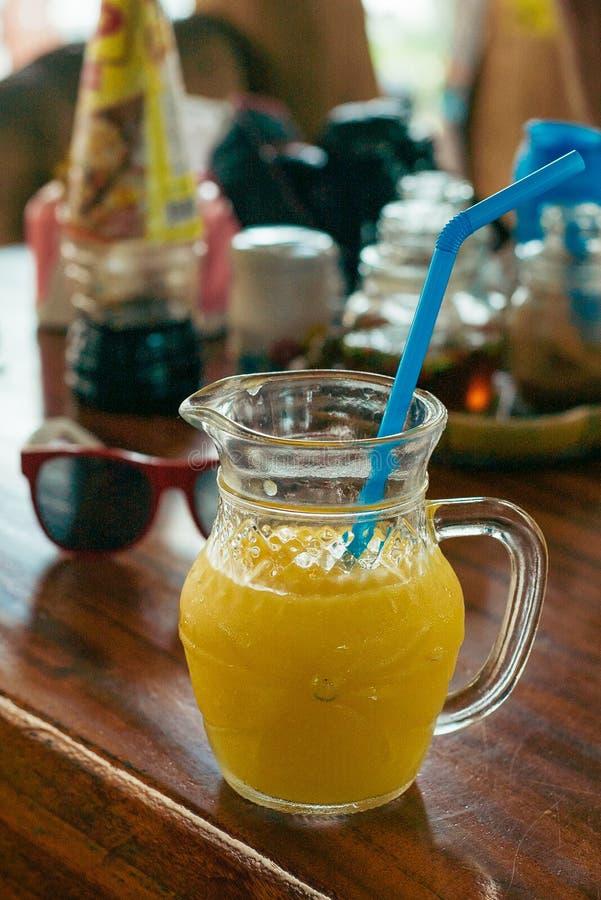 O suco fresco da agitação da manga, agitação, fruto, batido, misturou-se, toma o café da manhã, cocktail, imagens de stock royalty free