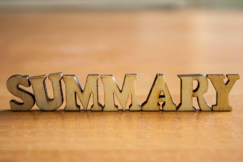O ` sumário do ` da palavra feito de letras de madeira foto de stock royalty free