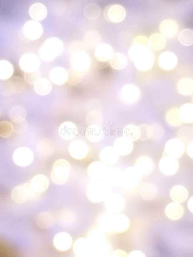 O sumário ilumina o fundo do bokeh da luz roxa, violeta e branca para o Xmas, o Valentim, ano novo, Páscoa ou evento especial e m imagens de stock royalty free