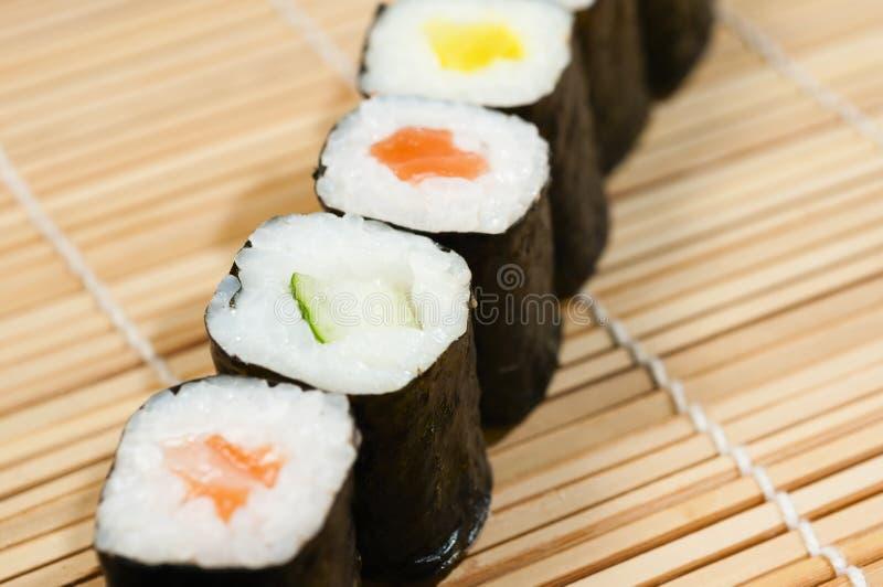Download Sushi imagem de stock. Imagem de saudável, placa, arroz - 29828217