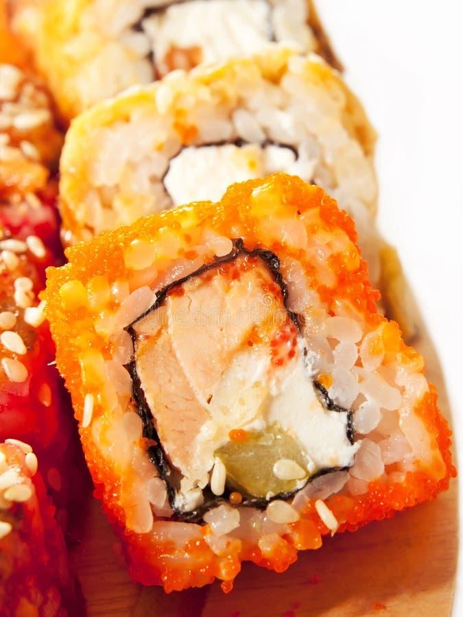 Download O Sushi Rola Na Escala No Close Up Da Mesa Foto de Stock - Imagem de oriental, quente: 26522490