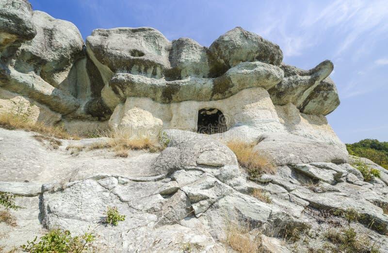 O túmulo thracian da rocha imagem de stock