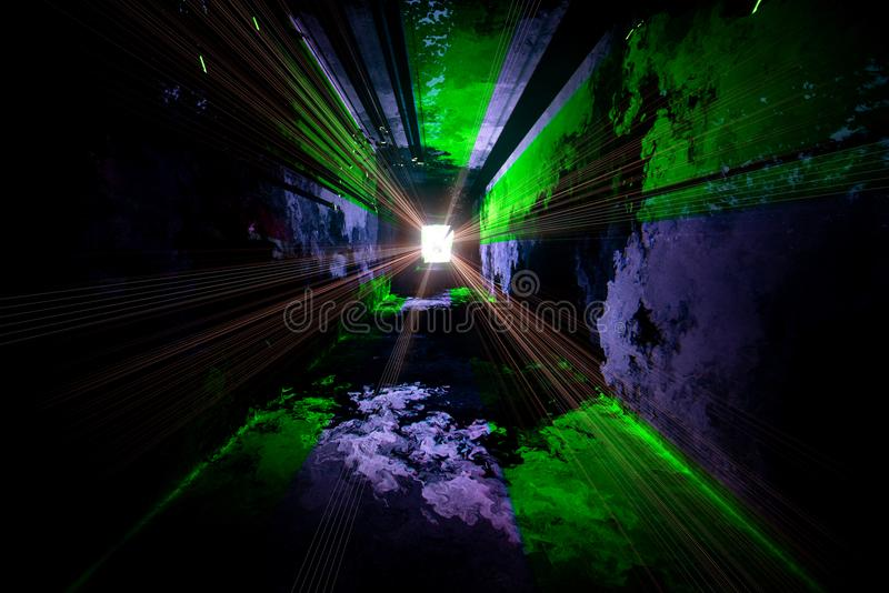 O túnel que conduz para a luz imagens de stock royalty free