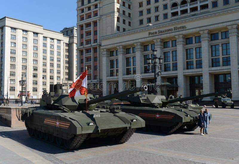 O T-14 Armata é um tanque de guerra avançado russo da próxima geração baseado na plataforma universal do combate de Armata foto de stock royalty free