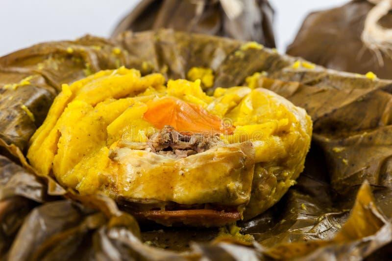 O tamale colombiano tradicional como feito na região de Tolima isolou o foto de stock royalty free