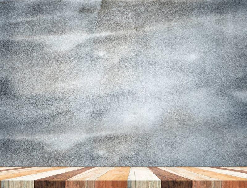 O tampo da mesa de madeira tropical vazio com a parede de pedra escura, zomba acima do backg fotos de stock royalty free