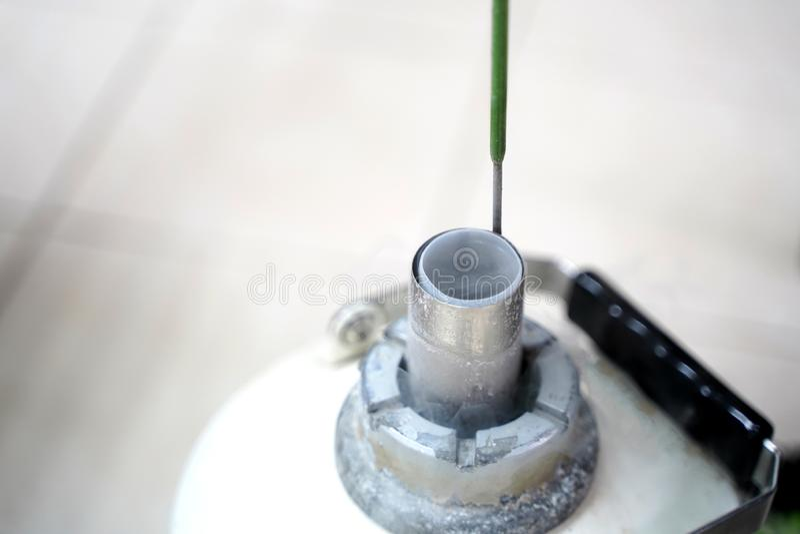 O tanque líquido do nitrogênio para mantém a congelação do esperma fotos de stock royalty free