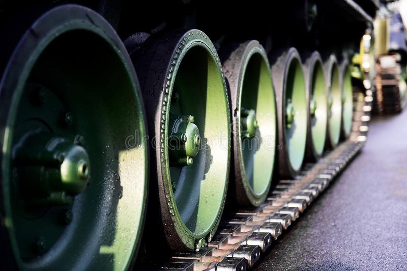 O tanque verde segue o detalhe fotos de stock