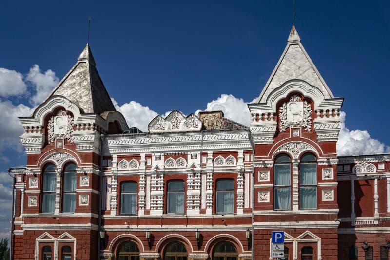 O teatro acadêmico do drama do Samara de M Gorky no quadrado de Chapayev O teatro foi construído em 1888 fotos de stock