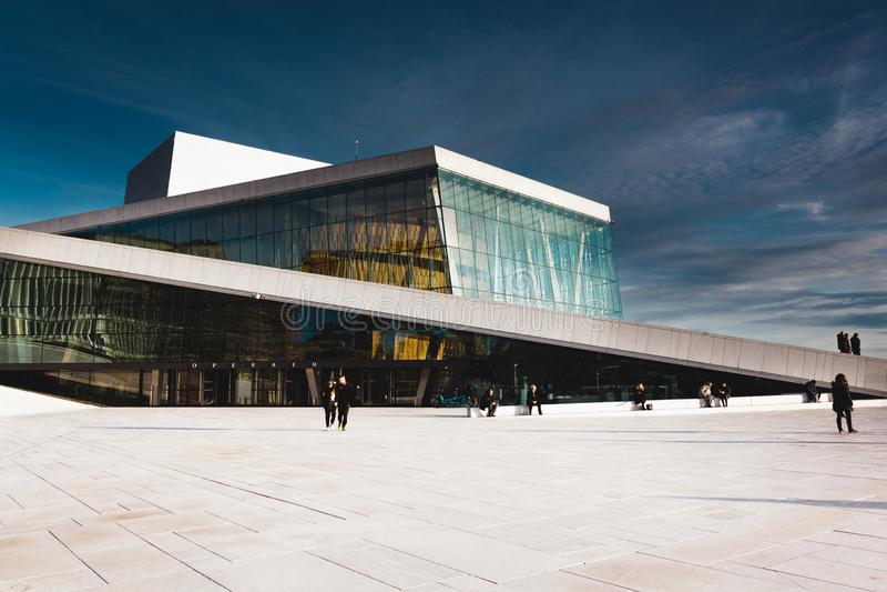 O teatro da ópera de Oslo, Operahuset fotografia de stock royalty free