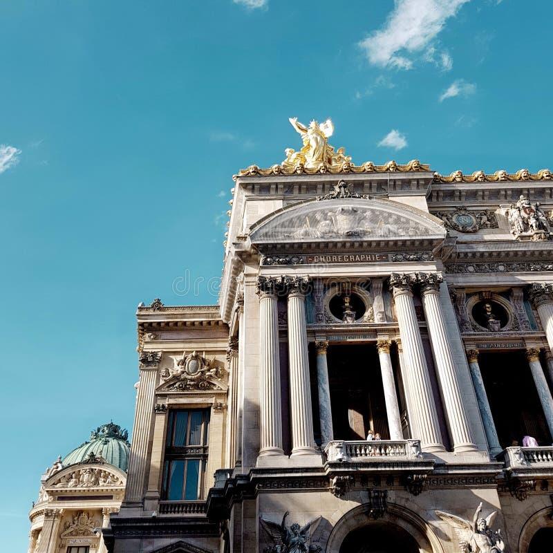 O teatro da ópera de Paris, marco no centro de cidade de Paris fotos de stock