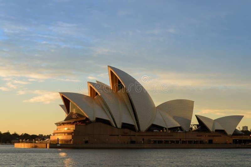 O teatro da ópera de Sydney imagens de stock