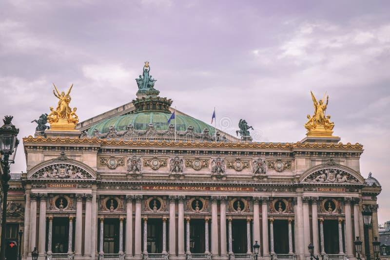 O teatro da ópera em Paris imagens de stock