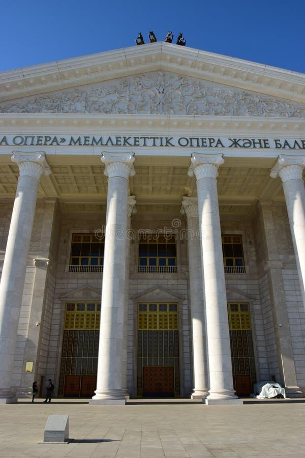 O teatro da ópera novo em Astana imagens de stock