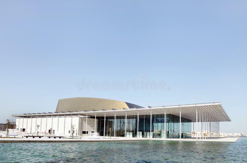 O teatro nacional belamente projetado de Barém fotos de stock
