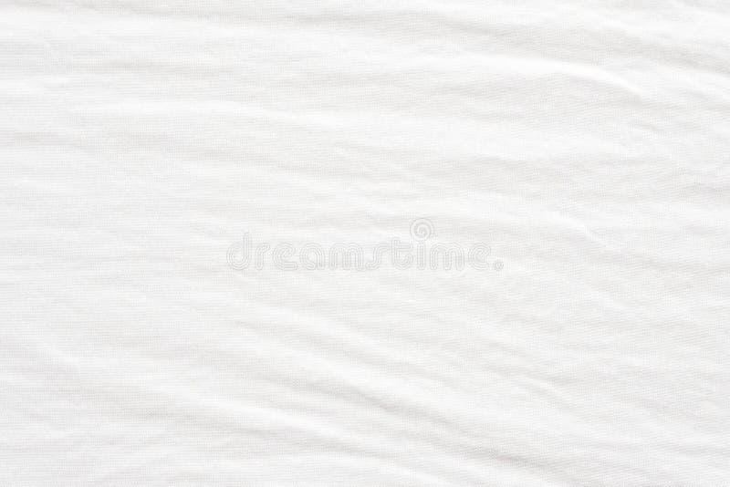 O tecido de algodão branco enrugado textured o fundo, alinhador longitudinal da forma fotos de stock royalty free