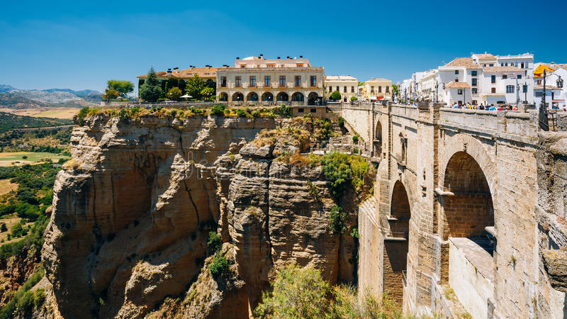 O Tejo De Ronda Is que um desfiladeiro cinzelou pelo rio de Guadalevin, sobre imagens de stock