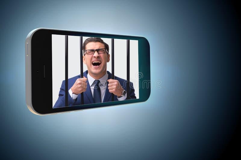 O telefone celular e o conceito social do apego dos meios fotos de stock royalty free