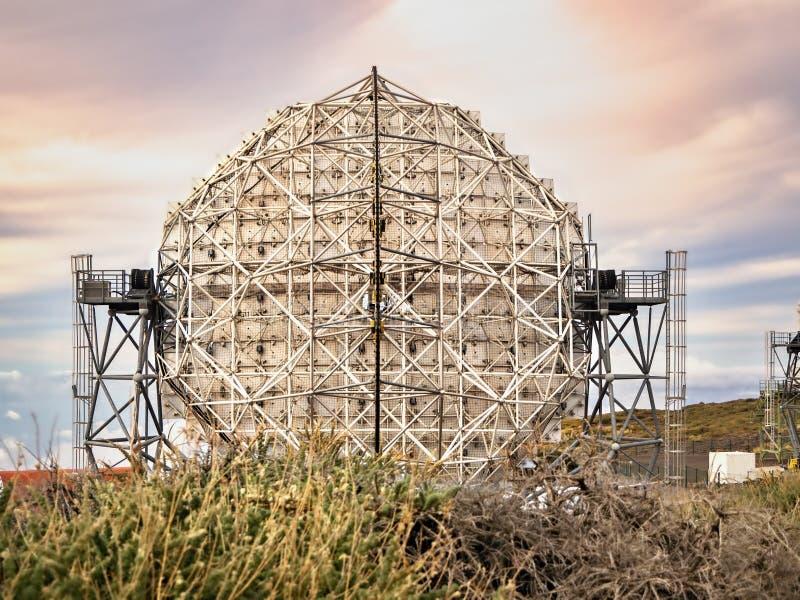 O telescópio refletindo IACT MÁGICO no Roque de los Muchachos, La Palma imagens de stock royalty free