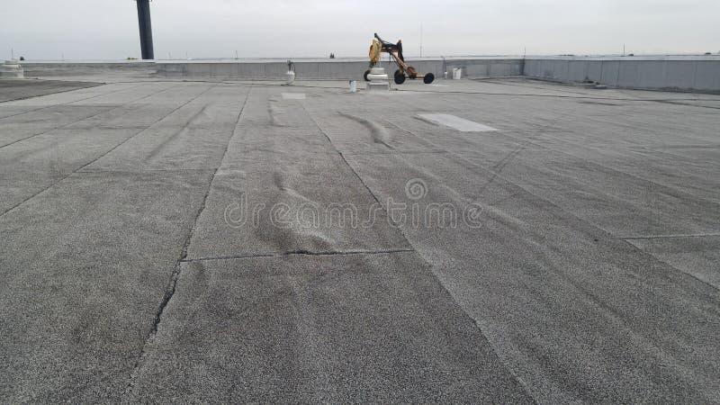 o telhado alterado na construção comercial encontrou bolsos de ar fotografia de stock