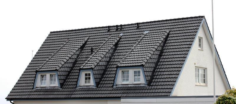 O telhado da casa com janela agradável imagem de stock royalty free