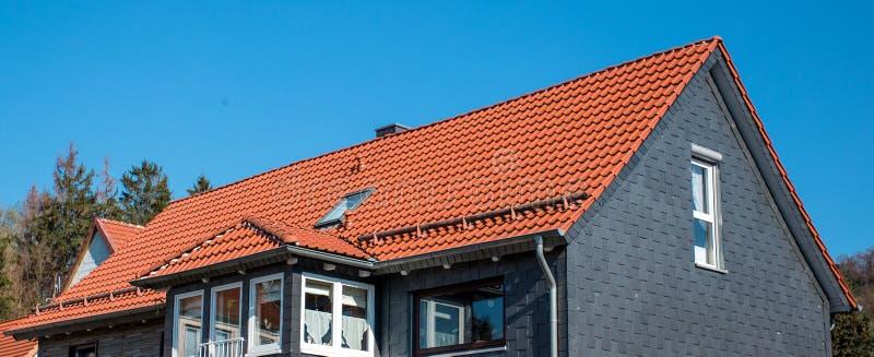 O telhado da casa fotografia de stock
