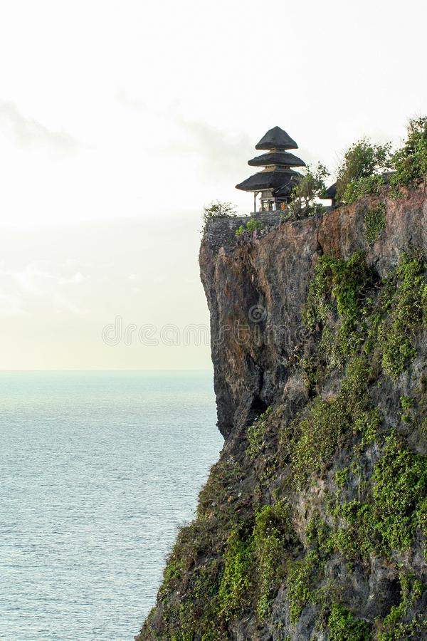 O templo antigo de Pura Luhur Uluwatu, dedicado aos sprits do mar foto de stock royalty free