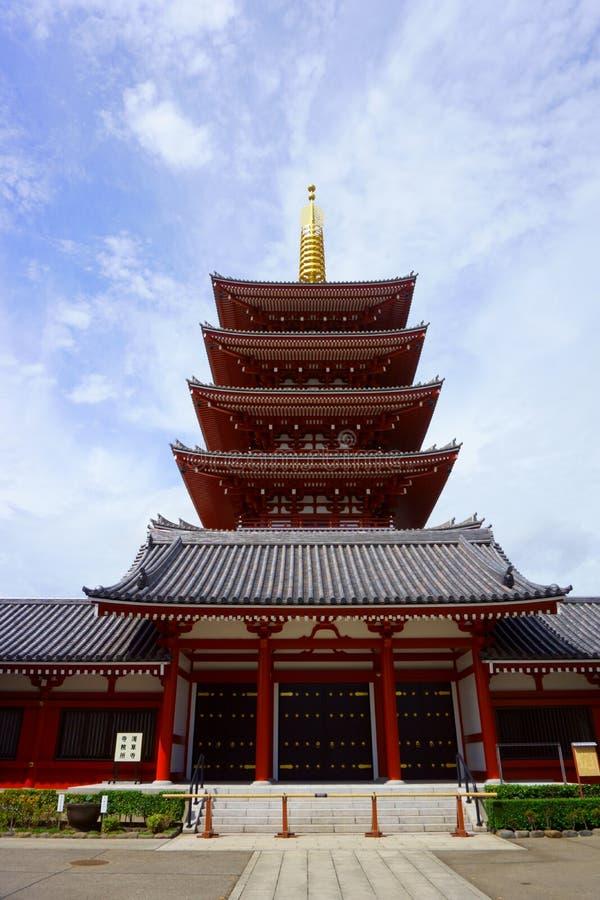 O templo bonito do sensoji da construção da arquitetura é o lugar famoso para a visita na área tokyo japão do asakusa fotografia de stock