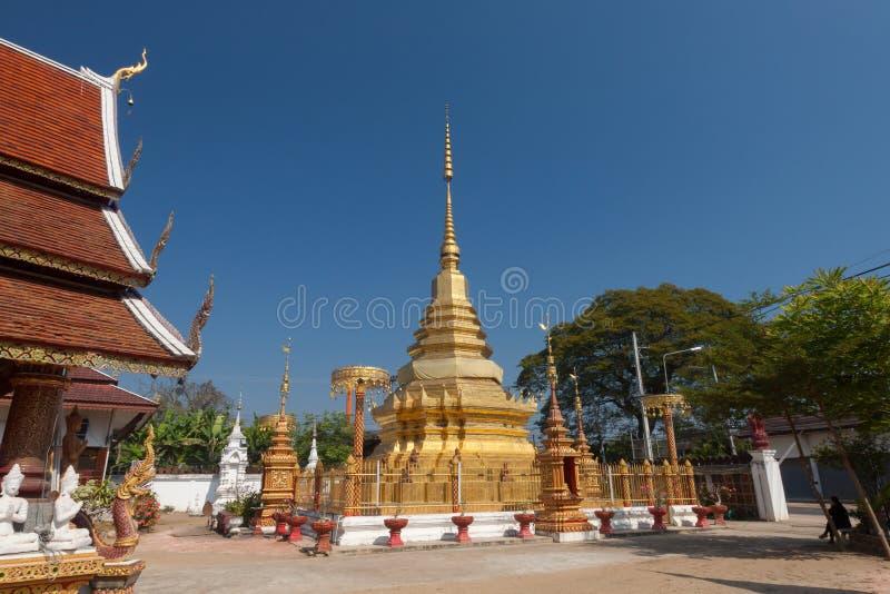 O templo budista no Pa cantou Lamphun, Tailândia imagens de stock
