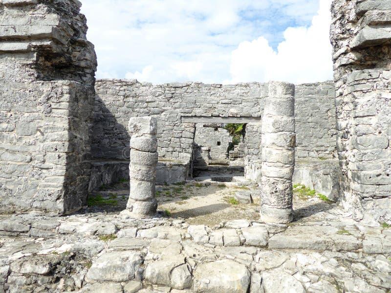 O templo da pirâmide do Maya arruina Tulum em Iucatão, México imagens de stock