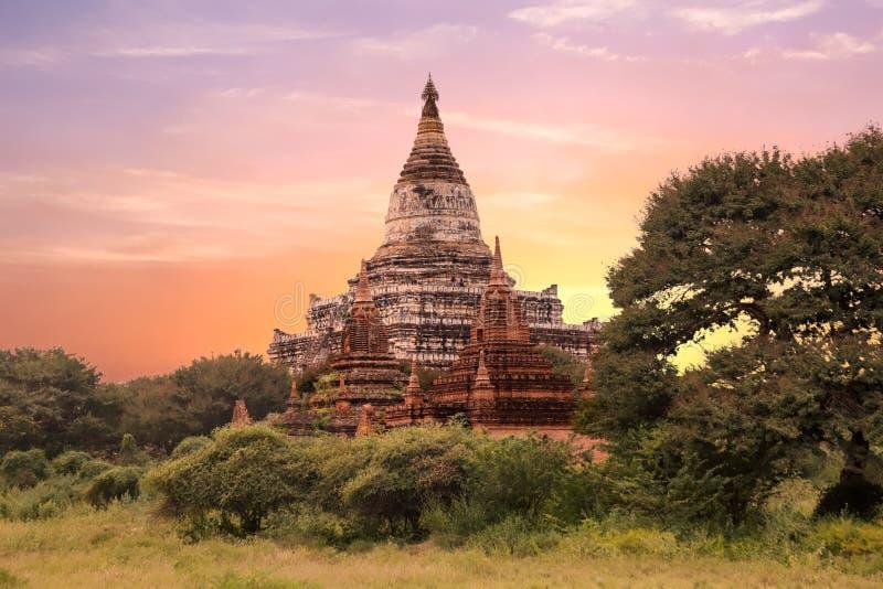 O templo de Sulamani em Bagan, Myanmar no por do sol fotografia de stock royalty free