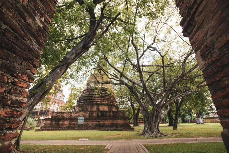 O templo de Tailândia - pagode velho em Wat Yai Chai Mongkhon, parque histórico de Ayutthaya, Tailândia imagens de stock royalty free