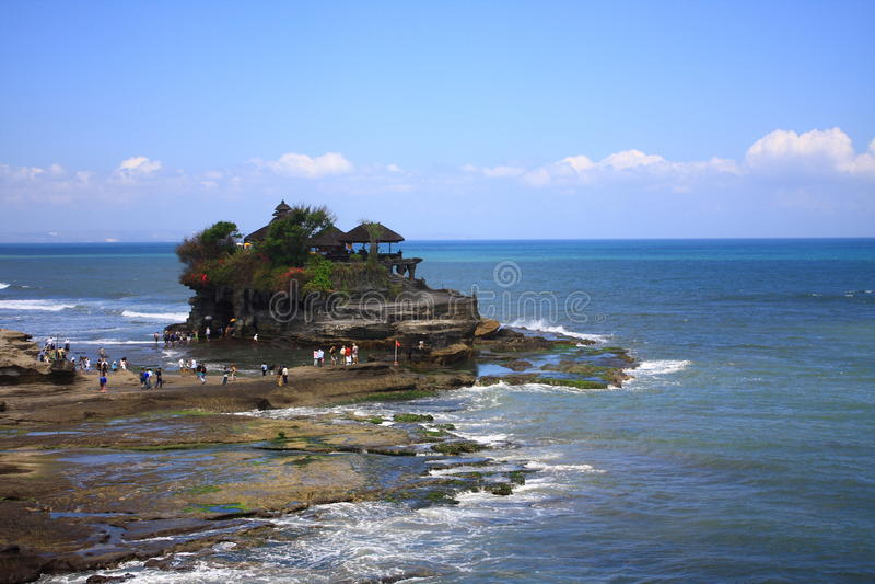O templo do lote de Tanah, Bali, Indonésia imagem de stock royalty free