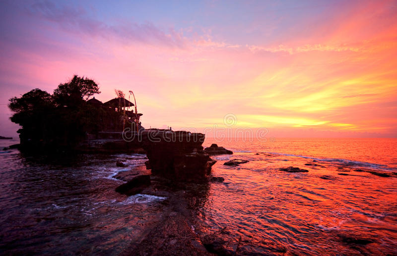 O templo do lote de Tanah, Bali, Indonésia. fotos de stock royalty free