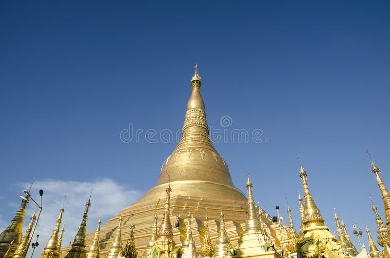 O templo do pagode de Shwedagon, pagode dourado em YANGON, MYANMAR imagem de stock