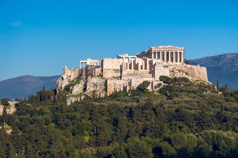 O templo do Partenon na acrópole de Atenas durante colorido foto de stock