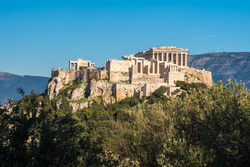 O templo do Partenon na acrópole de Atenas durante colorido fotografia de stock