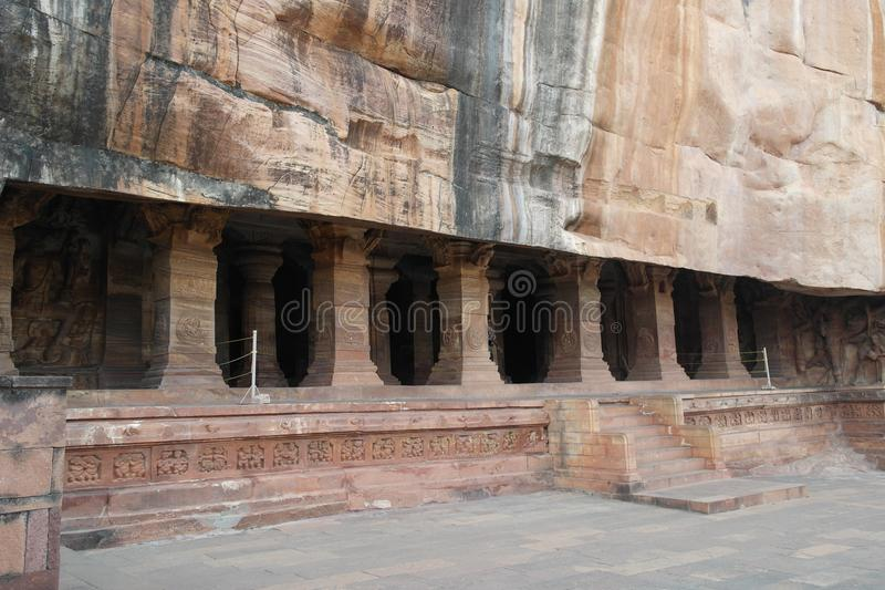 O templo em uma caverna foto de stock