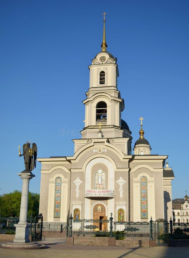 O templo ortodoxo da catedral está em Donetsk foto de stock