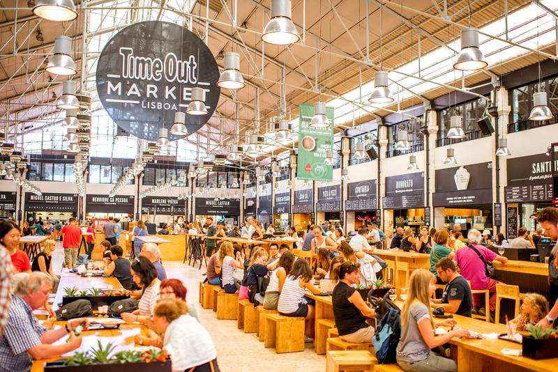 O tempo para fora introduz no mercado em Lisboa fotografia de stock royalty free