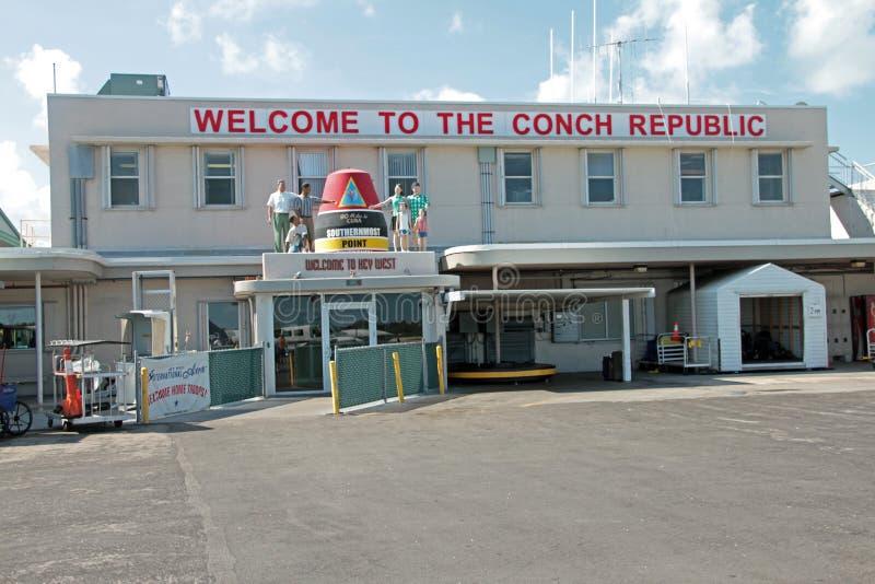 O terminal de passageiro no aeroporto de Key West imagens de stock