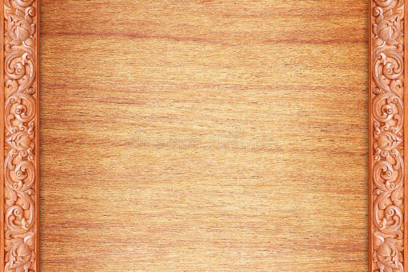 O teste padrão da flor cinzelou na madeira para a decoração foto de stock royalty free