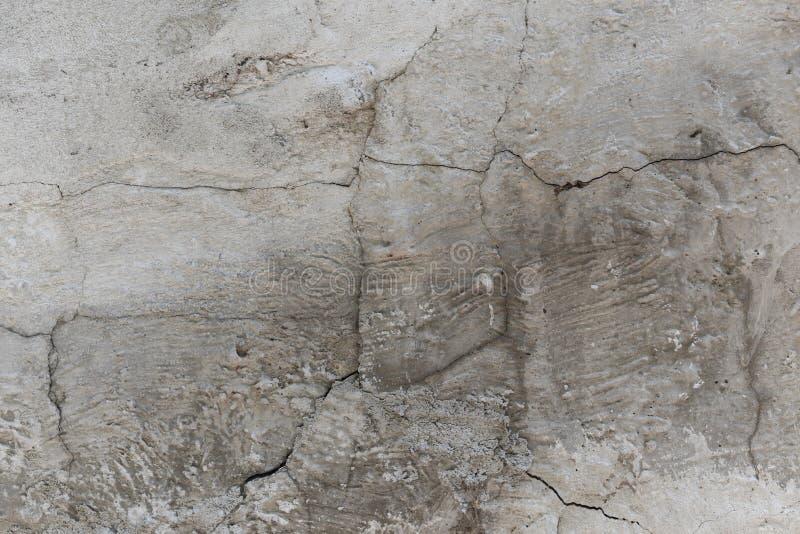O teste padrão da pintura descasca fora no emplastro velho com suja, textura da parede do grunge Camada riscada na superfície do  imagens de stock