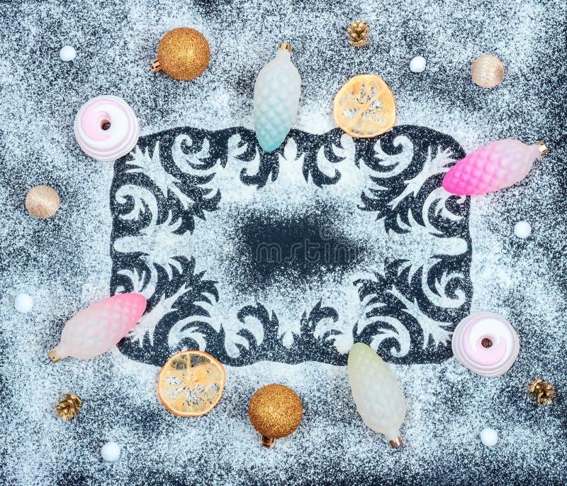 O teste padrão do inverno, cones, secou fatias do limão, zéfiros, bolas imagens de stock
