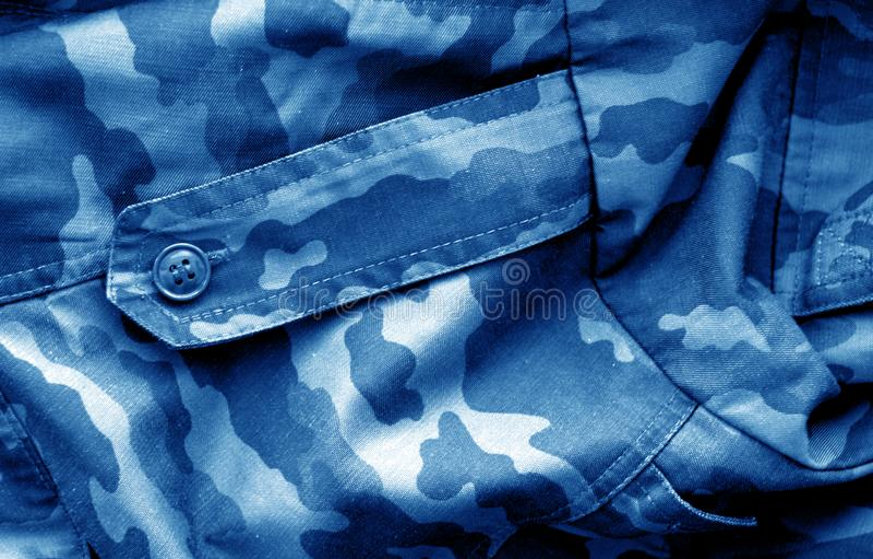 O teste padr?o do uniforme militar com efeito do borr?o nos azuis marinhos tonifica fotografia de stock