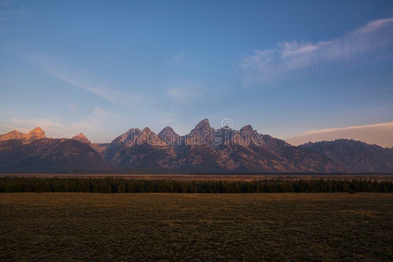 O Tetons grande no nascer do sol foto de stock
