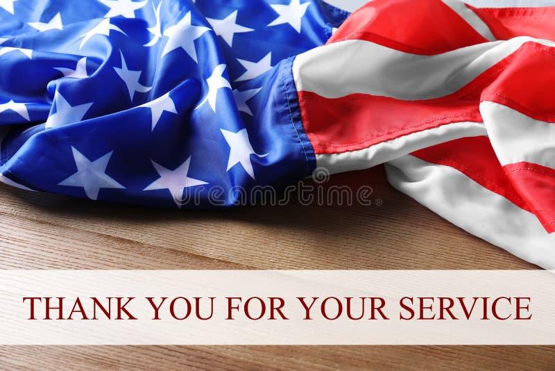 O texto AGRADECE-LHE PARA SUA bandeira do SERVIÇO e dos EUA imagens de stock