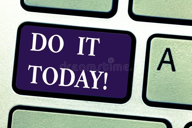 O texto da escrita da palavra fá-lo hoje O conceito do negócio para Respond agora imediatamente algo precisa de ser feito imediat imagens de stock