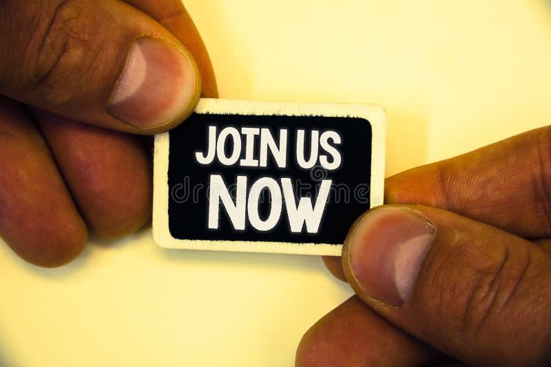 O texto da escrita da palavra junta-se nos agora O conceito do negócio para registra o recruta do Web site do registro da comunid imagem de stock